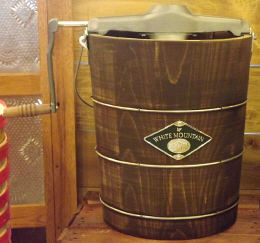White Mountain 6 Quart Hand Crank Ice Cream Freezer